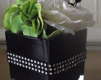 Silk flower arrangement - roses hydrangea -  highly realistic  luxury creamy white / ivory silk roses, green hydrangea and berries