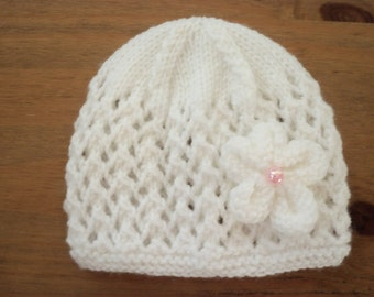 Hand knitted baby hat -size 0-3mths