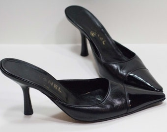 CHANEL Vintage Black Leather & Vinyl Pointed Toe Kitten Heel Leather Pumps Size 37