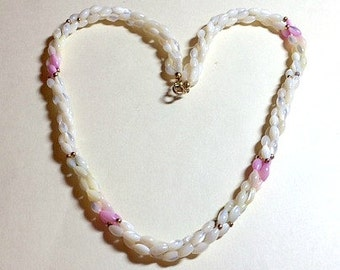 Sweet vintage mother of pearl necklace pink and white necklace mother of pearl bead necklace shell necklace 1970s