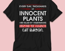 Every day thousands of innoent plants are killed by vegetarians help end the violence eat bacon for men's Tshirt