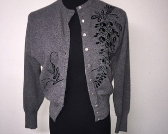 1950's embellished/embroidered vintage cardigan. Small.