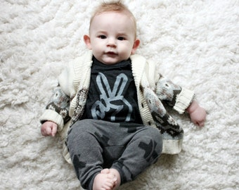 peace sign baby tshirt, peace hand shirt, graphic tee, unisex hipster baby clothes, baby clothes, baby clothing, BLACK TEE