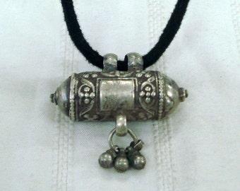 vintage antique ethnic tribal old silver necklace taviz amulet pendant