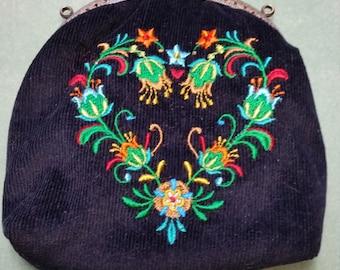 L334.  Coin purse Folk art heart of flowers