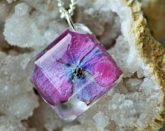 BLUE FLORAL NECKLACE - Transparent Resin Jewelry With Real Flowers