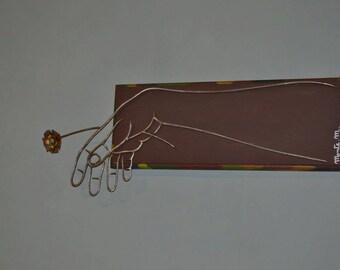mano con fiore- scultura in ferro su legno- decoro da parete- creazione unica