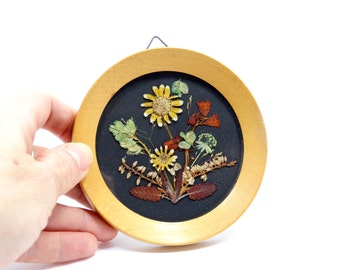 Vintage dried flowers picture - Framed dried flowers - Dried flowers framed picture - Circle framed pressed dried flowers -