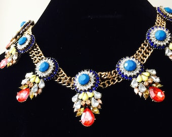 Beautiful-elegant-fashion-statement-bib-necklace