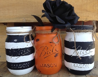 Painted Mason Jars. Halloween Jars. Halloween Decor. Fall Decor. Vases. Candy Jars. Halloween Party. Centerpieces.