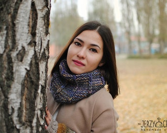 Knitted wool cowl for women