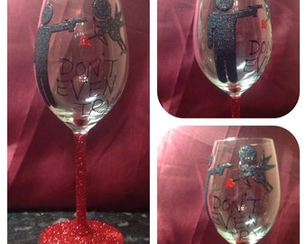 Large white wine glass decorated in glitter anti valentines day