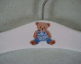 Baby hanger with teddy motif