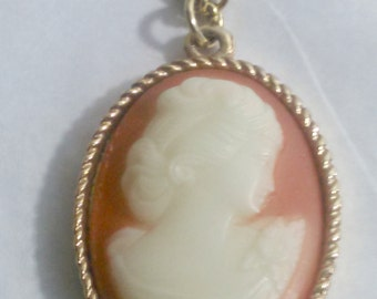 Cameo Sarah Coventry Signed Goldtone Pendant Necklace Vintage