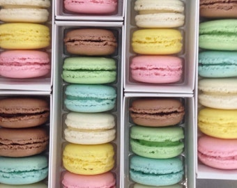 6 FRENCH MACARONS in vintage inspired signature box