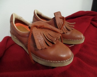 vintage ROCKPORT Vibram oxford loafers brown red clay frill KILTIE --  women's 6 -- Made in Portugal - removable front frill pieces
