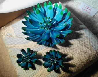 stunnign vintage blue and green enamel flower brooch and earrings