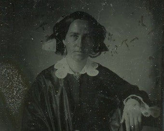 Full case 1850s ambrotype of a woman  (837)