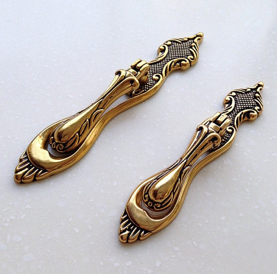 antique brass dresser drop pulls handles knobs drawer pull. Black Bedroom Furniture Sets. Home Design Ideas