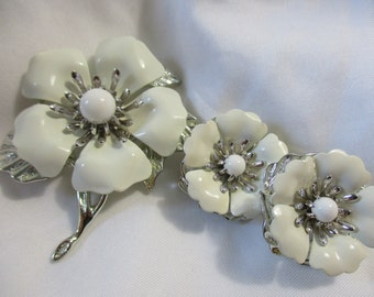 Sarah Coventry White and Silver Toned Flower Brooch with Matching Earrings