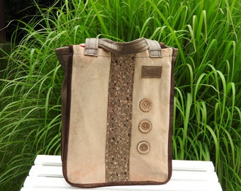 Bag for the purchase of wine bottles made from recycled materials