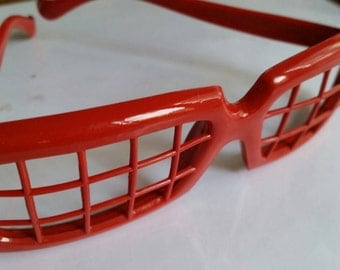 Red graph new wave glasses