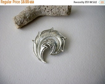 ON SALE Vintage Silver Tone Metal Brushed Feather Pin 70816D