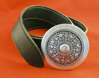 Medieval leather belt with metal clasp. For historical reenactment, fantasy, LARP, Cosplay or casual wear.