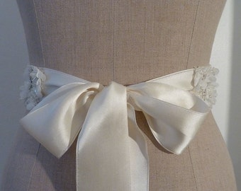 SALE: USD20 off. Bridal sash wedding sash belt handmade, for wedding dress. Vintage handmade
