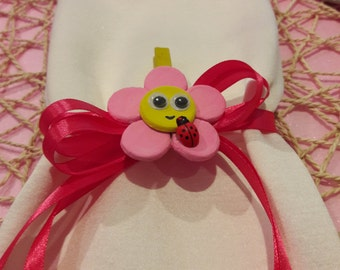 Daisy flower in chalk placeholder simpatico