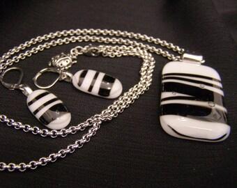 Pendant & earrings - rope