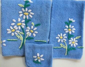 Vintage Martex Daisy Towel Set
