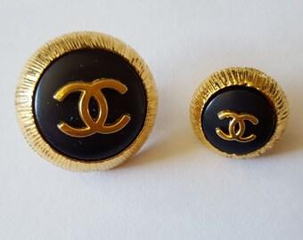 2 Boutons Coco Chanel métal doré diamètre 2.5 cm et 1.7 cm  - 12283