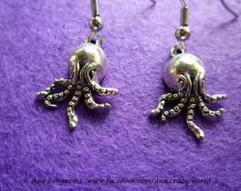 Octopus earrings, little octopus, hanging octopus, Halloween octopuss earrings.