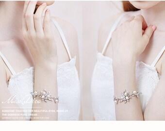 Silver pearl crystal bracelet, Wedding Bracelet, Silver Bracelet, Pearl Bracelet , Silver Wedding Jewelry, Bridal bracelet