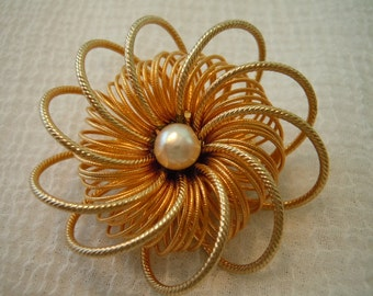 Vintage Brooch ~ Faux Pearl ~ Gold Toned ~ Wire ~ Jewelry ~ Gift ~ Flower ~ Pin