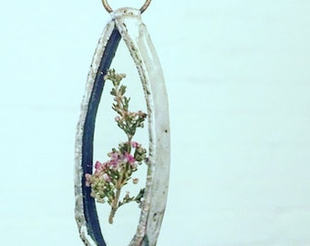 OVAL - pressed flower pendant, pressed flower necklace, unique jewelry, glass and flowers, oval necklace