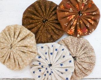 Quilting yo-yos, yo yo quilt, floral fabric, sewing yo-yos, brown fabric yo yos,  ready to ship, handmade, cotton fabric, sewing notions
