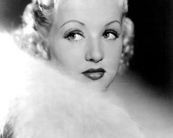 Betty Grable   B/W 8x10 Photograph