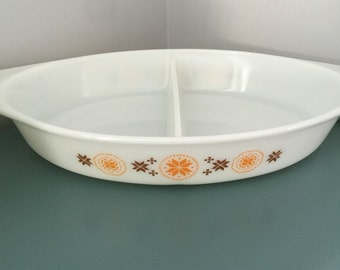 Vintage pyrex Town and Country divided dish casserole