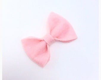 Baby pink felt bow, baby pink hair bow, light pink hairbow, little pink clip, cute pink bow