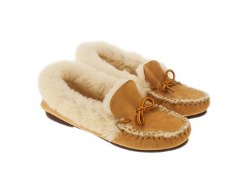 Sheepskin mocassins slippers style