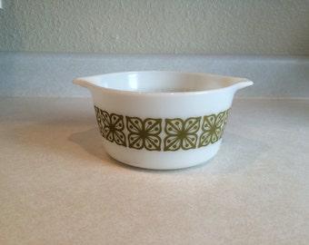 Green Square Flower 1 Quart Pyrex Casserole Dish 473
