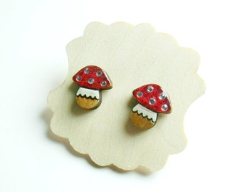 tiny toadstools for your ears // pretty stud earrings