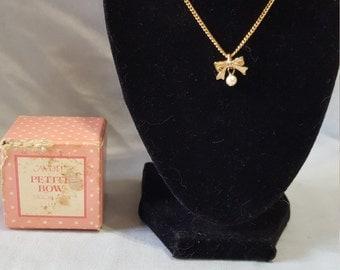 "Petite Bow Necklace 17"""