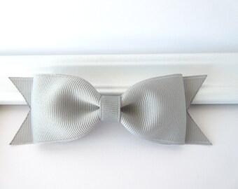 Silver grey tuxedo bow, baby toddler girl 4 inch silver grey bow, school bow, everyday basic hair bow, grosgrain bow hair clip