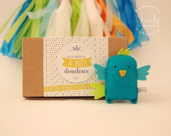 "Sweet Word birthday box ""Happy Birdzday"" and his blankie bird felt - Message of love and friendship/Happy birthday message box"