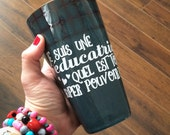 """Decal """"Je suis une éducatrice ?"""" to stick on the coffee cups, thermos, mason jar"""