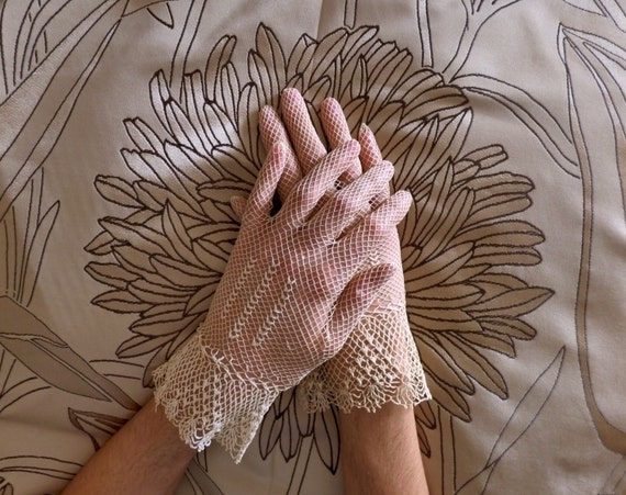 1930s House Dresses Vintage lace gloves. 1920 - 1930. Hand made crochet. - gauntlet - Gatsby - 1920s - gloves - vintage - gants - guantes - crocheted gloves - $25.18 AT vintagedancer.com