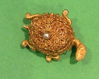 Costume jewelry Turtle brooch